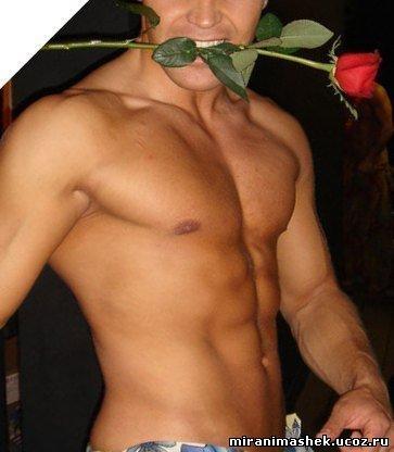 Мужик голый с цветами фото
